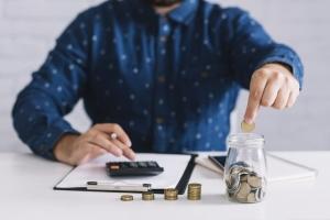 Entérate por qué pierdes dinero ahorrando